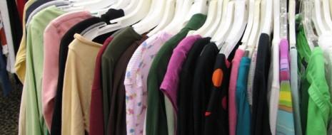Farbtechnisch gibt es keine Grenzen, ob nun sachte Pastelltöne, Erd- Töne oder Knallfarben, dieses Jahr scheint doch so ziemlich jede Farbe ihren Platz in unserer Modewelt gefunden zu haben. Dabei […]